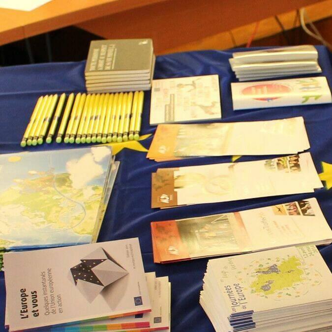Stand du Point Info Europe au forum organisé par Familles rurales de Rohan et de Bréhan – Rohan